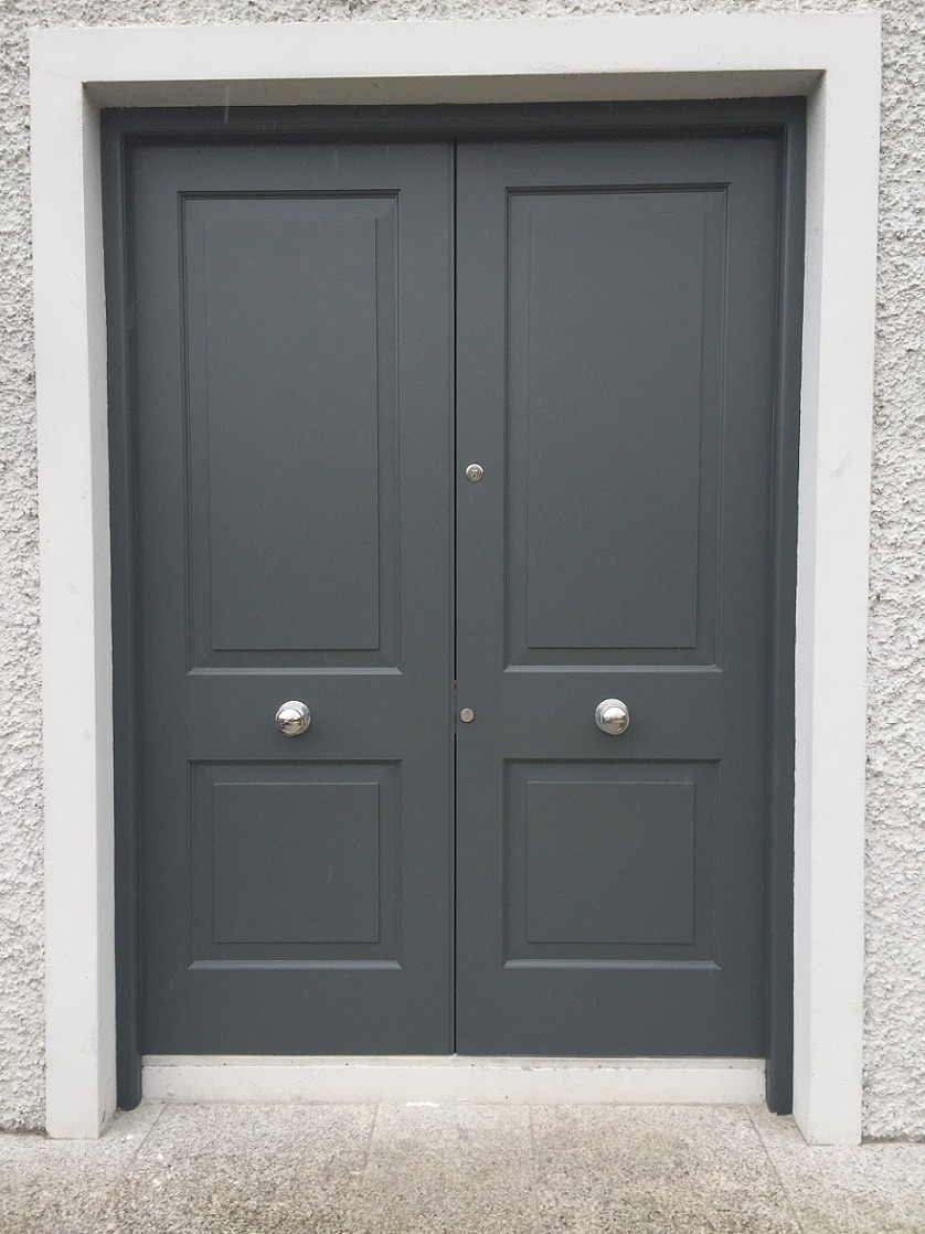 A restored and painted door in Dun Laoghaire by expert door painters Impressions Painters and Decorators
